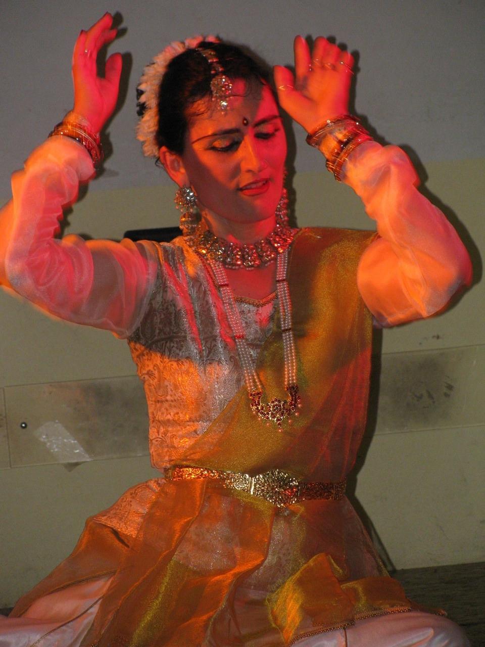 Foto 3 di Lisa Pellegrini durante la Danza Kathak